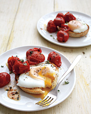 How to make a poached egg and roasted tomatoes on toast copy