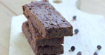 fudge-brownie-chocolate-protein-bars